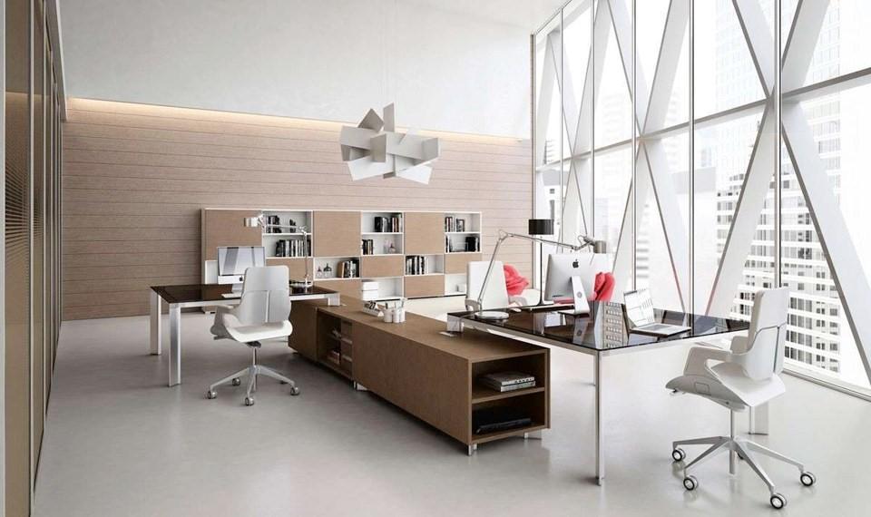 Bàn làm việc nên được đặt ở nơi người ngồi làm việc có thể nhìn thấy cửa ra vào của phòng