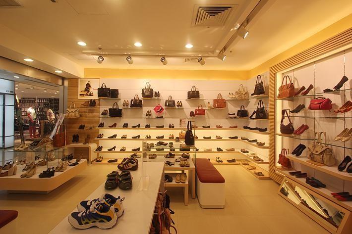 Chú ý đến mặt tiền, tính đồng bộ của Showroom khi thiết kế Showroom giày dép