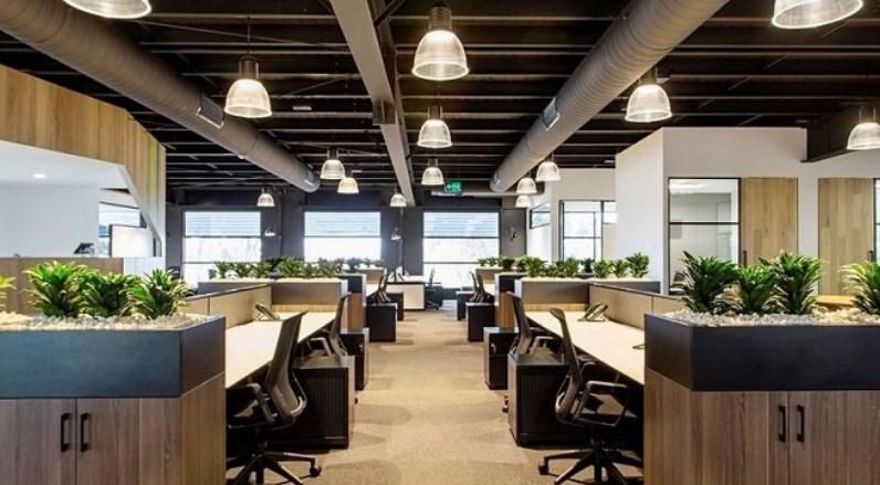 Tùy thuộc vào quy mô, số lượng nhân sự, đặc điểm ngành nghề và tính chất công việc của công ty mà diện tích văn phòng có thể thay đổi sao cho phù hợp