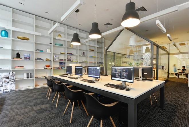 Văn phòng được bố trí theo không gian mở đơn giản là sự loại bỏ ngăn cách giữa không gian bên trong văn phòng
